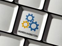 """Computertastatur mit der Tastenbeschriftung """"Jahresarbeiten"""""""