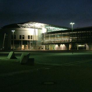 Fakultätsgebäude Maschinenwesen bei Nacht